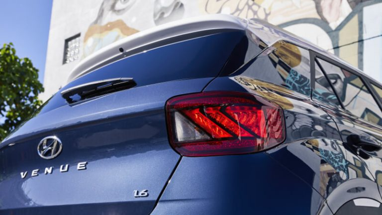 Hyundai_Venue_Exterior_Rear_Lights_800x450